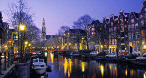 The-Prinsengracht-canal,-one-of-three-main-canals-in-Amsterdam-in-the-Netherlands